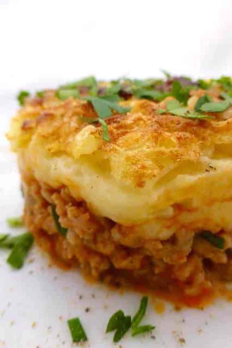 Hachis parmentier is a French classic. It is a very simple oven bake consisting of 2 layers: cookedbeef mince and creamy mashed potatoes.