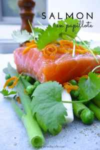 Here's a gorgeous fish dinner: easy salmon en papillote: steamed salmon parcels with orange zest, white wine and cilantro!