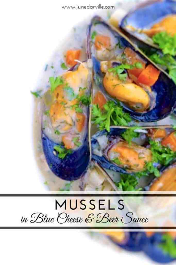 Creamy mussels with blue cheese and Belgian beer... A powerful appetizer to start dinner. What a heavenly flavor combination!!