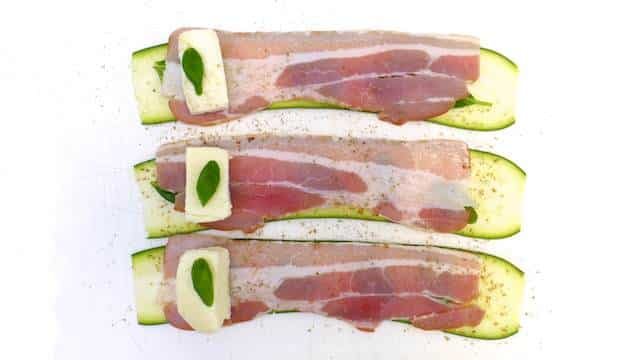 Here is a super quick and easy grilled appetizer for you to try out this summer: zucchini roll ups with mozzarella, bacon and fresh basil!