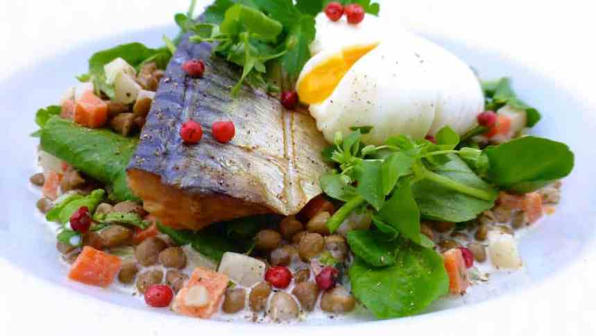 Smoked mackerel and lentils with fresh watercress, a sour cream sauce and a freshly poached egg on top... Absolutely delicious!
