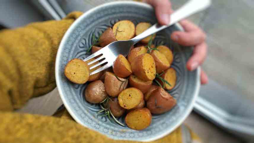 Rosemary roasted potatoes with paprika, nothing more. A potato side dish without bla bla. Just some basic and pure flavors...