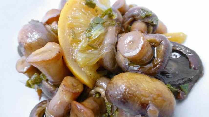 Marinated mushrooms: an easy mushroom appetizer to prepare a day in advance.