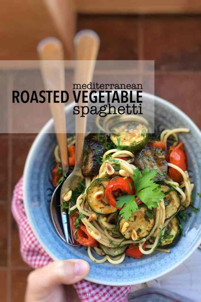 Here's a colorful al dente spaghetti with mediterranean roasted vegetables... the purest flavors ever on your dinner table!