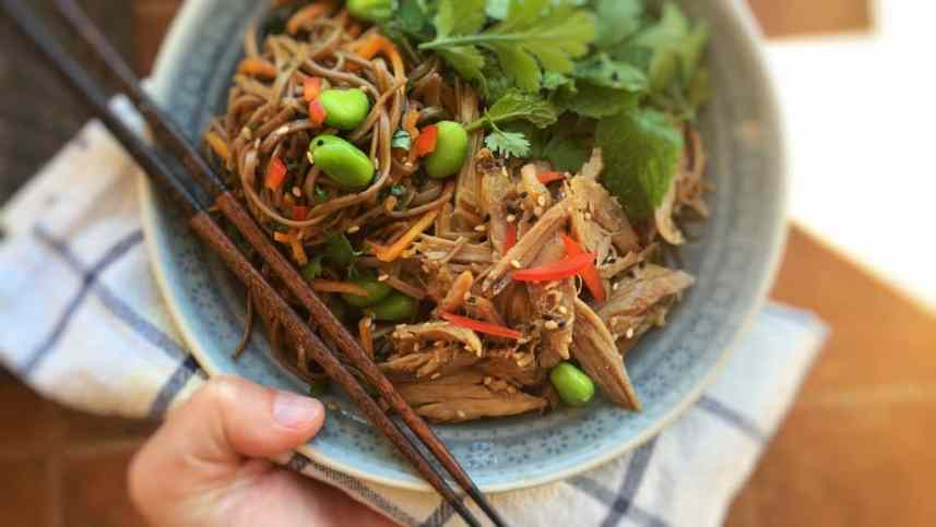Leftover lamb roast and soy sauce? The perfect match for my lukewarm shredded lamb salad with delicious Japanese soba noodles!