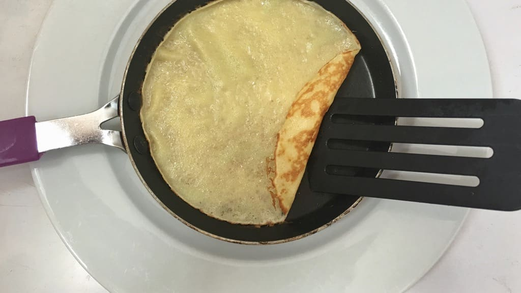 Here's how to make crepes: a failproof recipe! A step by step picture recipe to help you make the best thin crepes in the world!