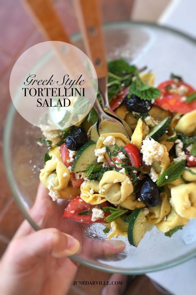 Here's my Greek tortellini salad with delicious flavors and fresh colors! This is the perfect pasta salad for a summer lunch.