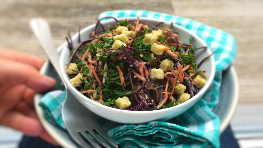 Here's a great autumn salad: a red cabbage slaw with mayo, cinnamon and croutons! Love it as a side dish for steaks or lamb...