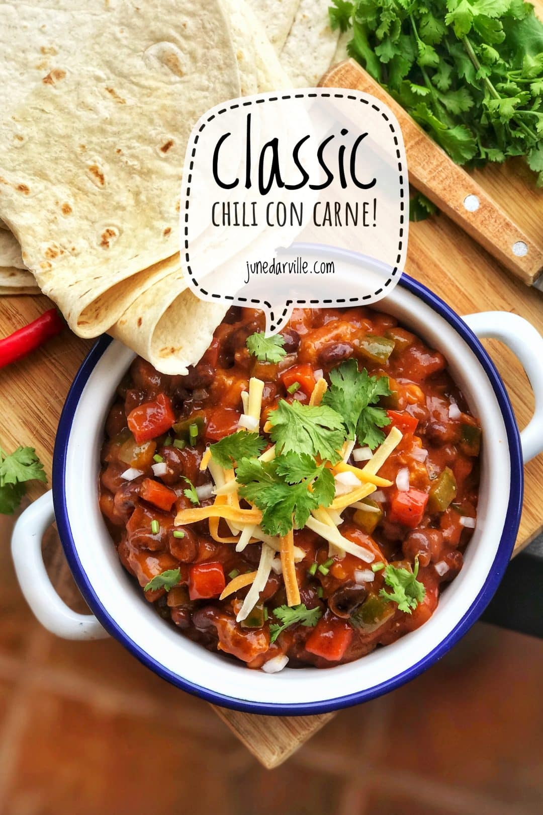 My chili con carne recipe with minced beef, canned tomatoes, cumin, dried chilli, black beans and bell pepper... Just the basic ingredients!