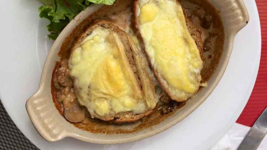 Classic Savoie diots nutmeg sausages in onion sauce! And more about reblochon cheese... I love French Alps food and mountain dishes...