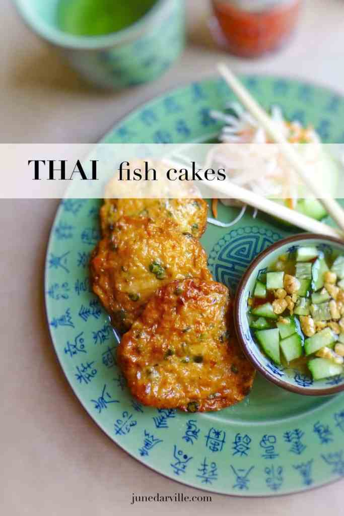 Spicy thai fish cakes, great appetizer or starter! I always serve the fish cakes with a delicious cucumber dipping sauce. It is really easy to make!