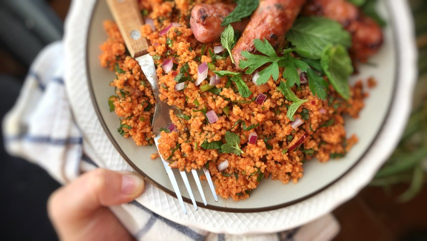 This Turkish kisir is a delicious couscous salad recipe that contains tomato paste and fresh herbs... What a great alternative for classic tabbouleh this is!