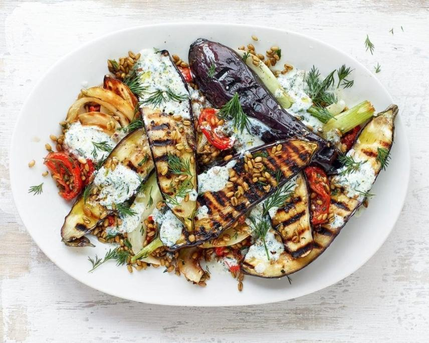 Uncertain what to prepare for your vegetarian Valentine this year? Want to step up your game? Then check out my 15 heavenly vegetarian main dishes!