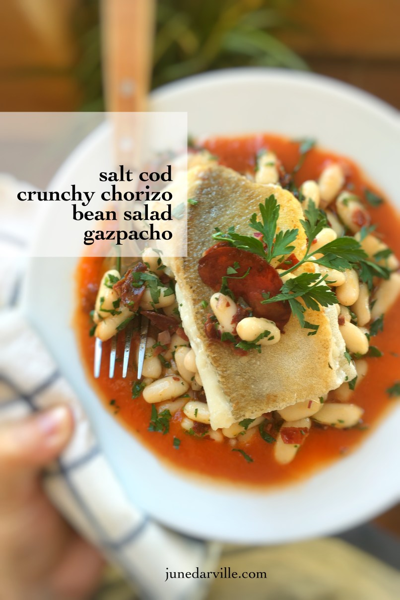 Here's a great Spanish summer recipe: chilled salt cod with white bean salad and bits of crunchy chorizo... In a pool of gazpacho soup! Super easy to prepare...