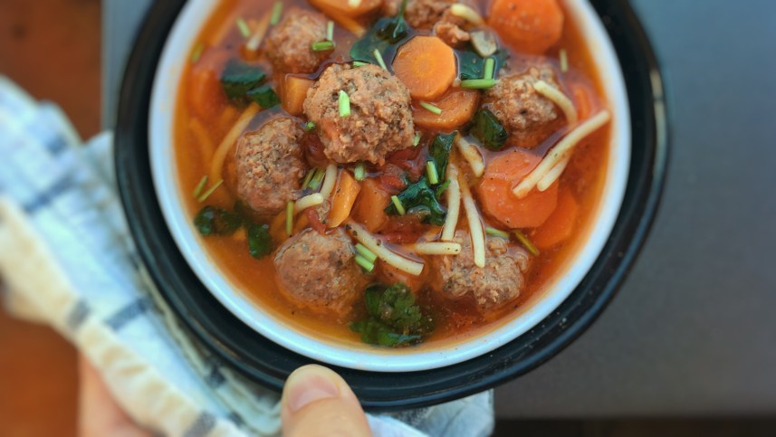 Here's a delicious meatball soup... Try out my quick and easy lunch soup with meatballs, pasta, carrots and fresh tomatoes! This one is ready in 30 minutes...