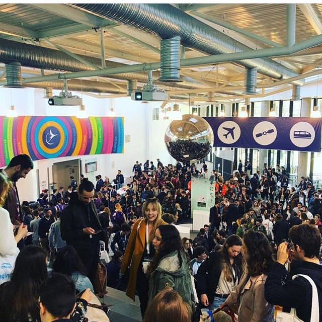 Article congrès régional printemps Junior ESTACA Paris-Saclay hall rempli