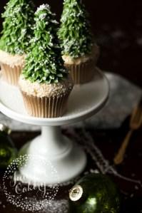 Our Rustic Christmas Tree Cupcake Tutorial via Craftsy!