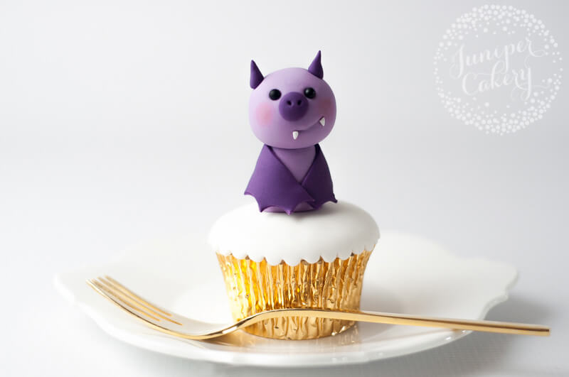 Fondant bat tutorial by Juniper Cakery