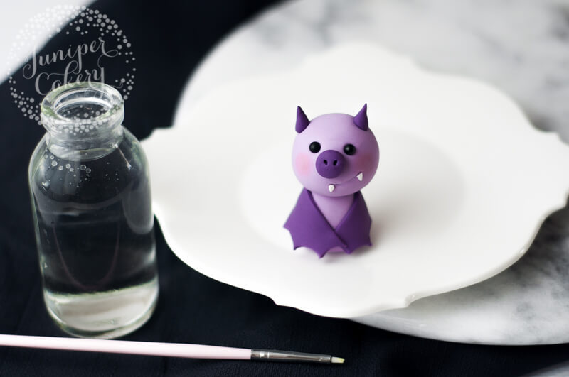 Adorable fondant bat tutorial by Juniper Cakery
