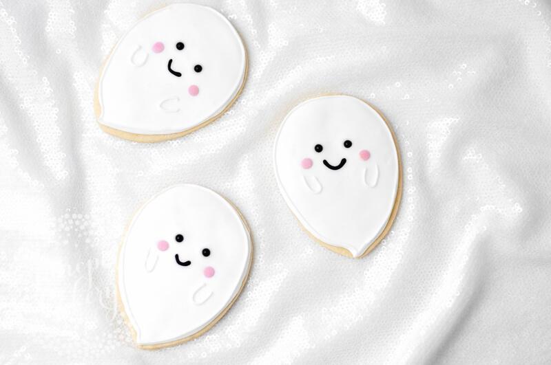 Sweet and cute ghost cookie tutorial by Juniper Cakery