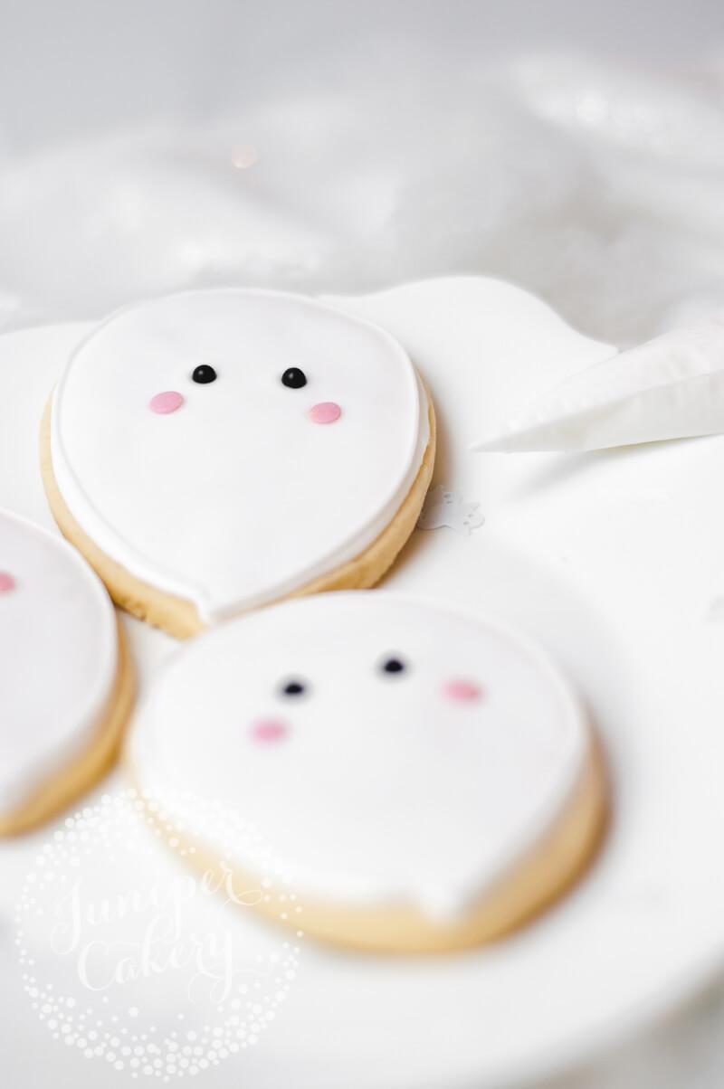 Ghost sugar cookie tutorial by Juniper Cakery