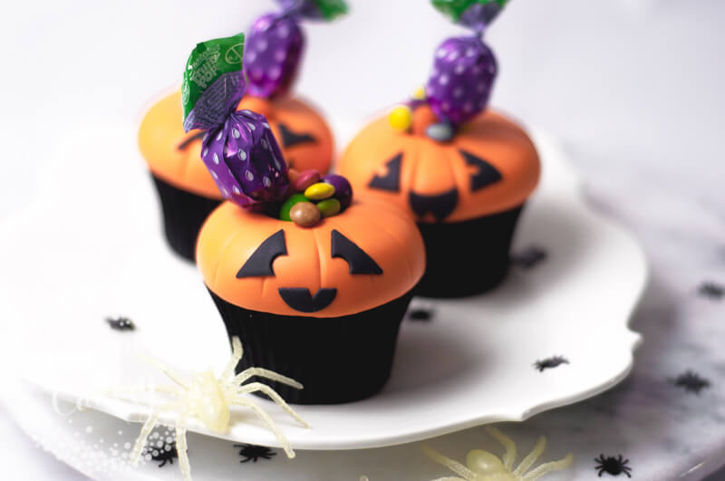 Jack O Lantern cupcake tutorial by Juniper Cakery