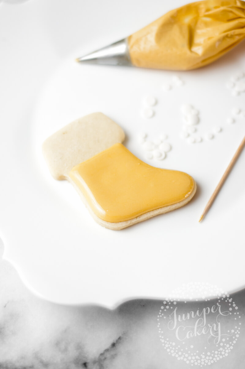How to decorate Festive Christmas stocking cookies