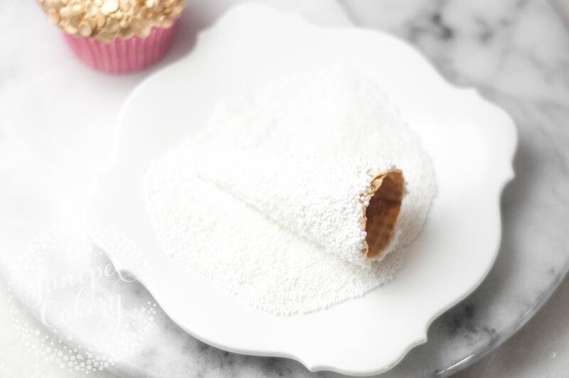 Make a stylish Christmas tree cupcake by Juniper Cakery