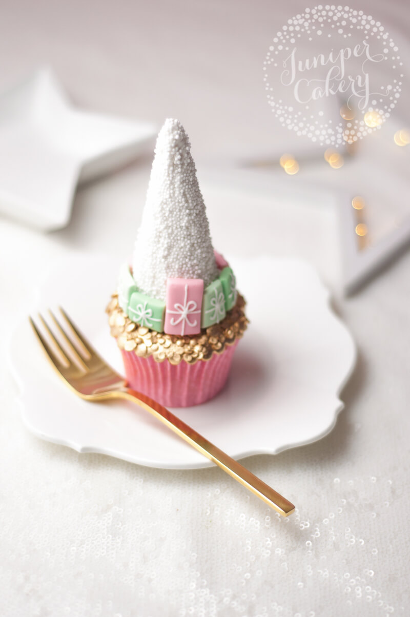 Festive Christmas tree cupcake tutorial by Juniper Cakery