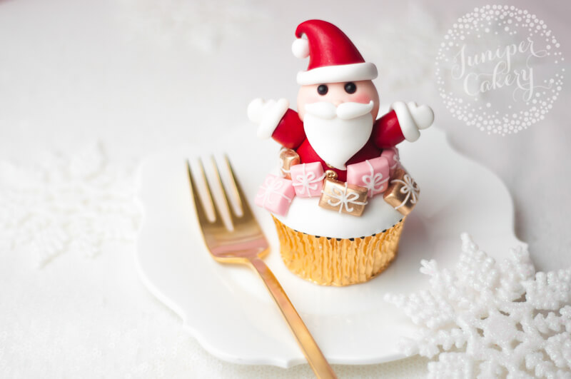 Festive and fun Santa Clause cupcake tutorial