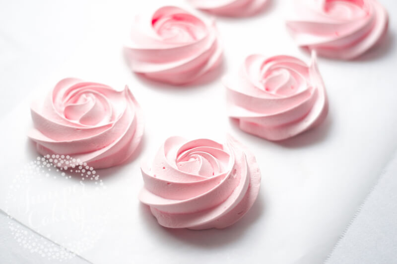 How to make meringue roses by Juniper Cakery