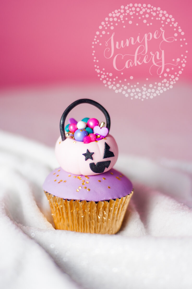 Halloween cupcake tutorial from Juniper Cakery