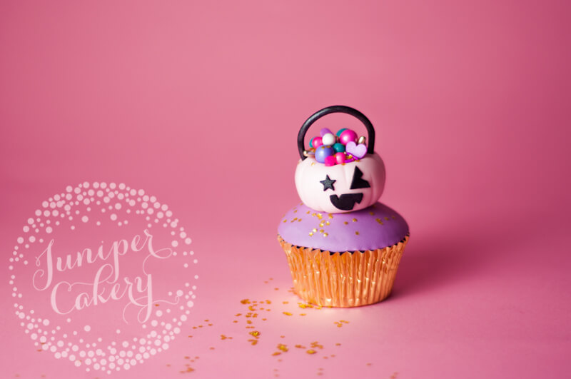 Halloween cupcake tutorial by Juniper Cakery