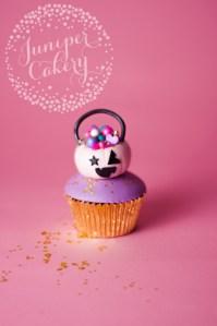Halloween Tutorial: Trick or Treat Cupcake!