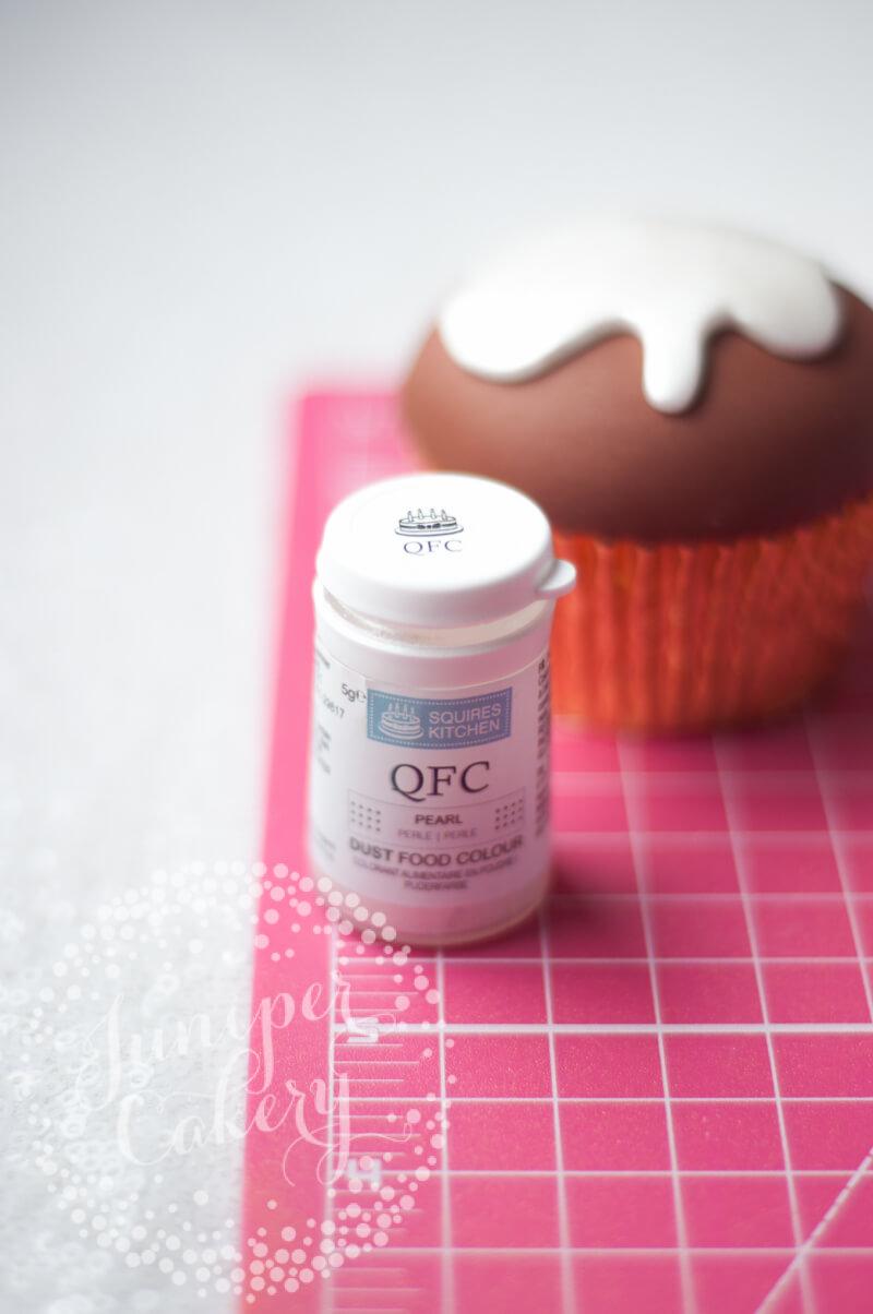 Festive Christmas pudding cupcake tutorial by Juniper Cakery