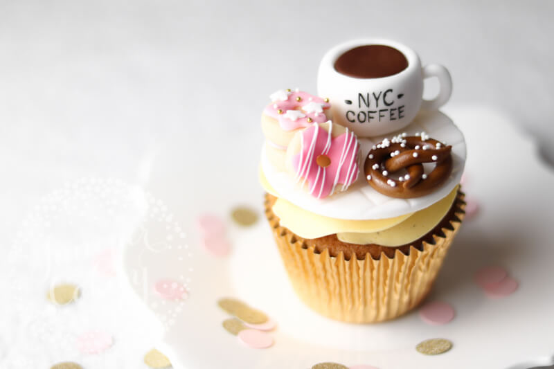Adorable NYC themed cupcake by Juniper Cakery