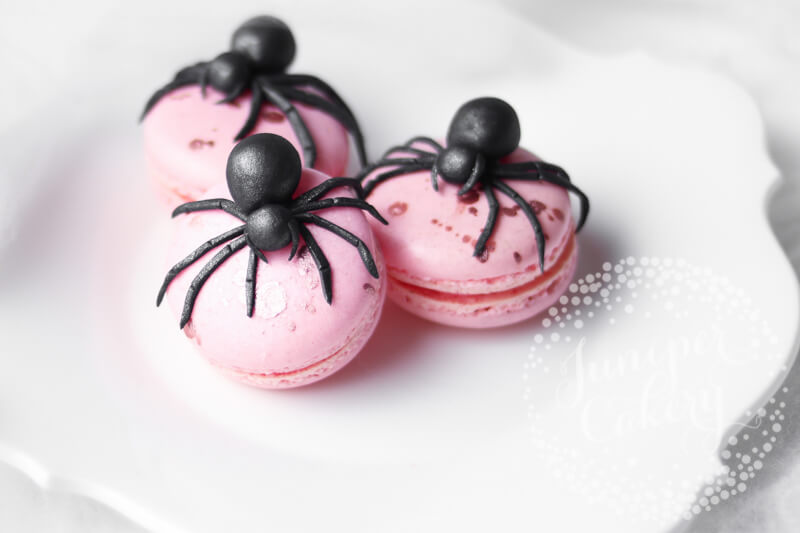 Creepy fondant spider tutorial by Juniper Cakery