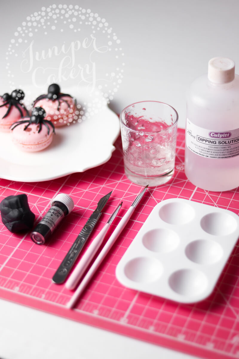 How to make creepy fondant spiders by Juniper Cakery