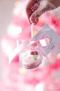Festive and Fun Macaron Baubles for a Stylish Christmas Tree!