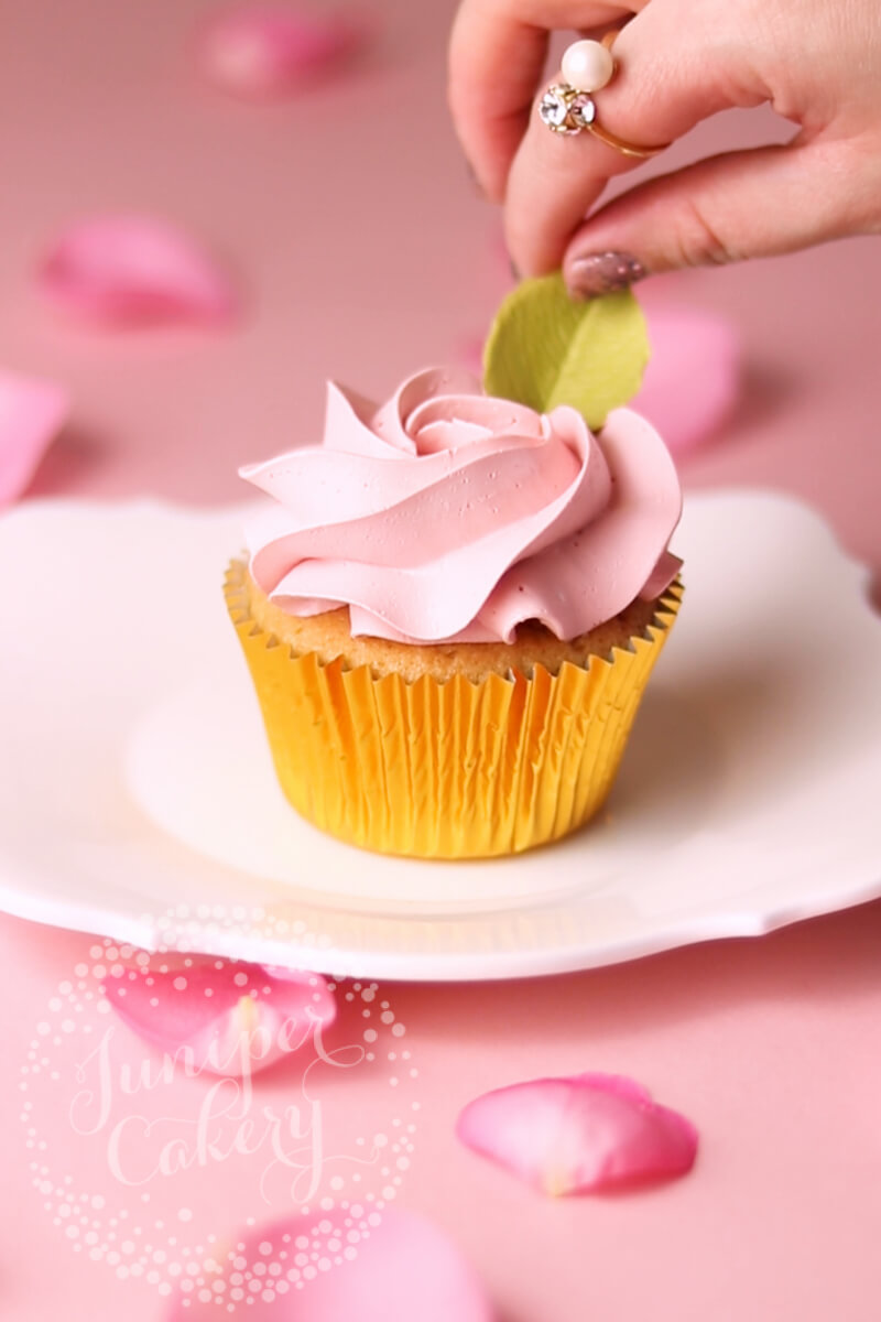 Rose cupcake tutorial by Juniper Cakery