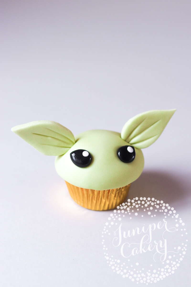 Yoda cupcake how to by Juniper Cakery
