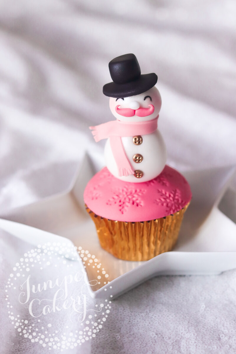 Cute Christmas cupcake tutorial by Juniper Cakery