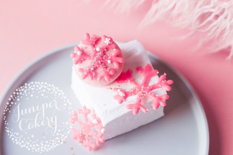 How to make royal icing snowflakes by Juniper Cakery