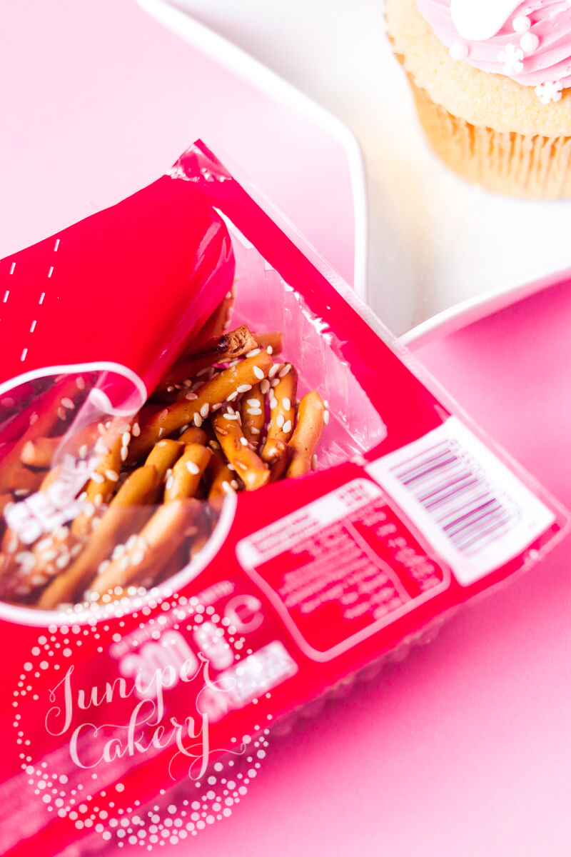 Easy Christmas cupcake by Juniper Cakery
