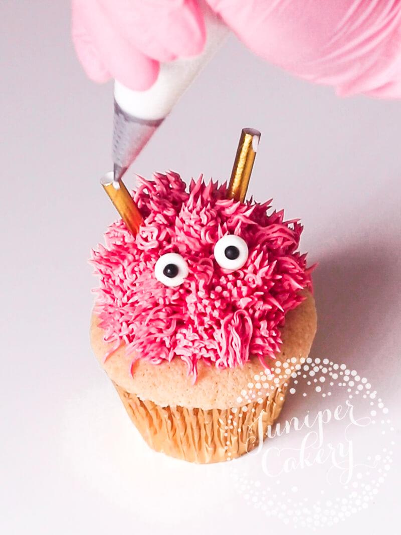 Fun Cute Valentine cupcake idea by Juniper Cakery