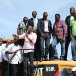 Le Président Jovenel Moïse renforce la flotte d'équipements du CNE pour accélérer la constrution de la route Kafou Jòf-Anse-à-Foleur 30