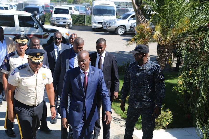 Le president Jovenel Moïse, accompagné de Joseph Lambert et Gary Bodeau laisse la capitale ce mercredi en direction de Rome 32