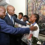 Jovenel Moïse accueille chaleureusement les Grenadières 37