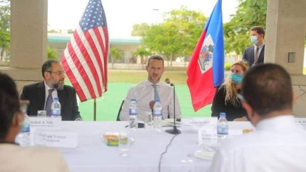 Les États-Unis unis promettent 2 milliards de dollars à la République Dominicaine et 100 millions à Haïti