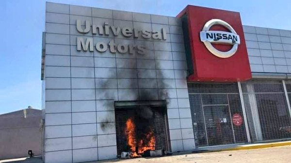 Plusieurs voitures emportées et brûlées à Universal motors